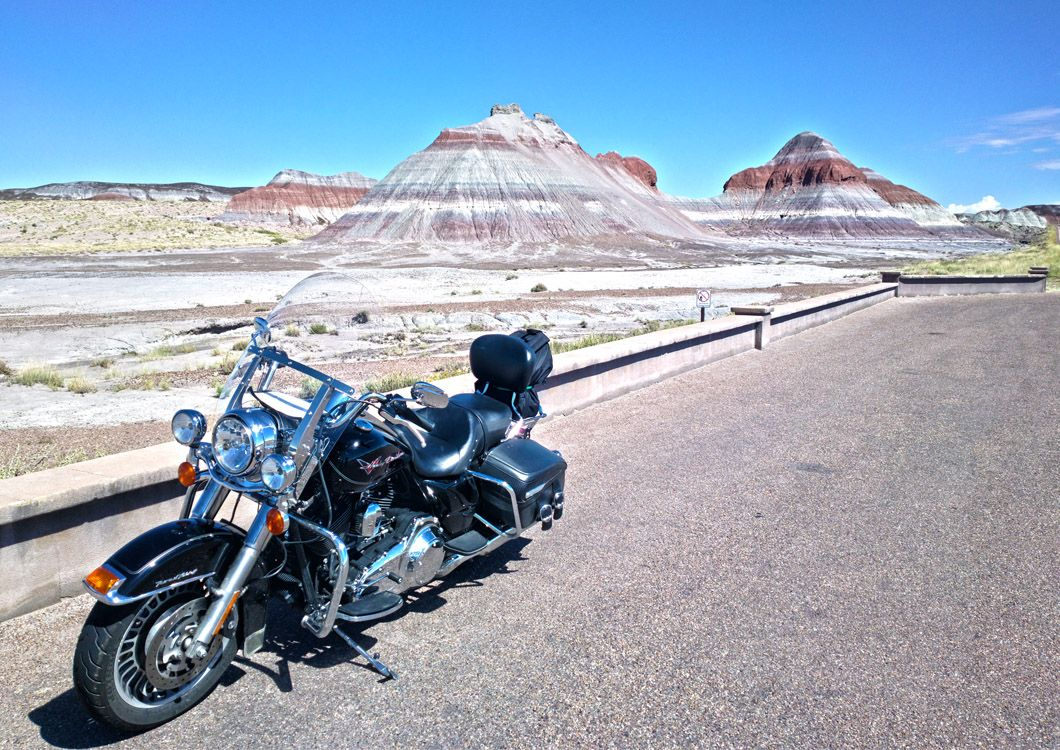 harley davidson motorcycle stopped on the route 66